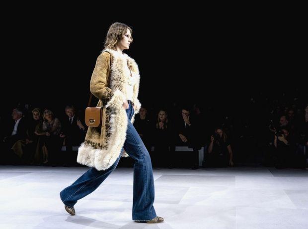Πώς να φορέσεις το τζιν παντελόνι σύμφωνα με τις Spring 2020 συλλογές
