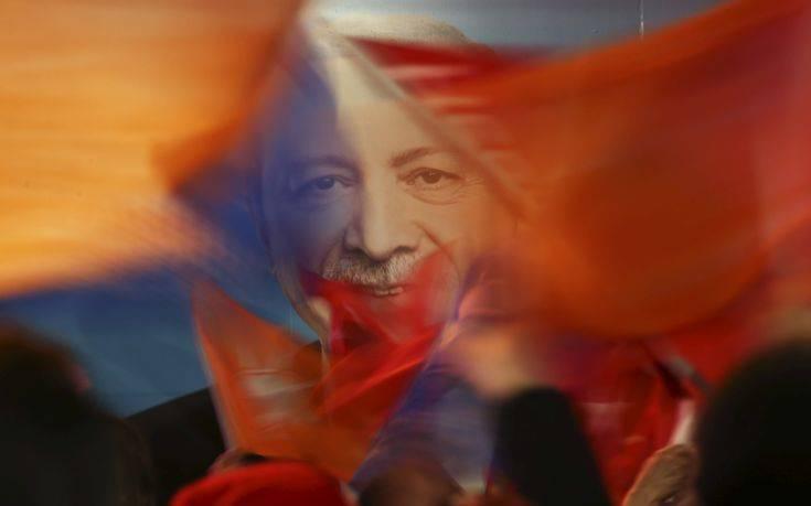 «Αν ο Ερντογάν κερδίσει τον πόλεμο στη Συρία μπορεί να του ανοίξει η όρεξη για κάτι περισσότερο στη γειτονιά του»