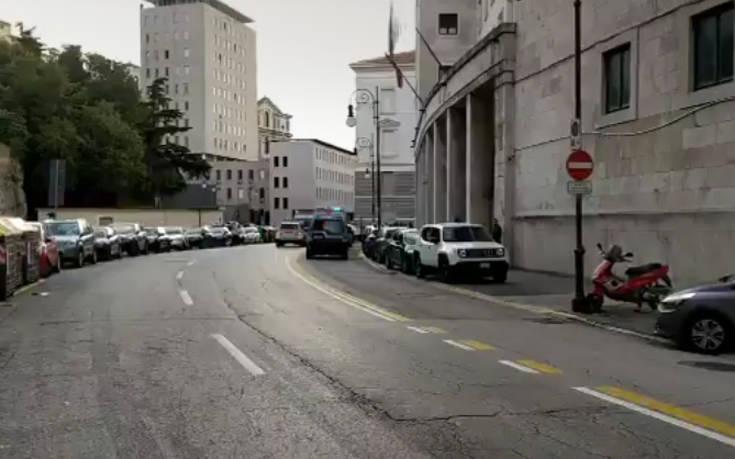 Νεκροί οι δύο αστυνομικοί από τους πυροβολισμούς σε Αστυνομικό Τμήμα στην Ιταλία