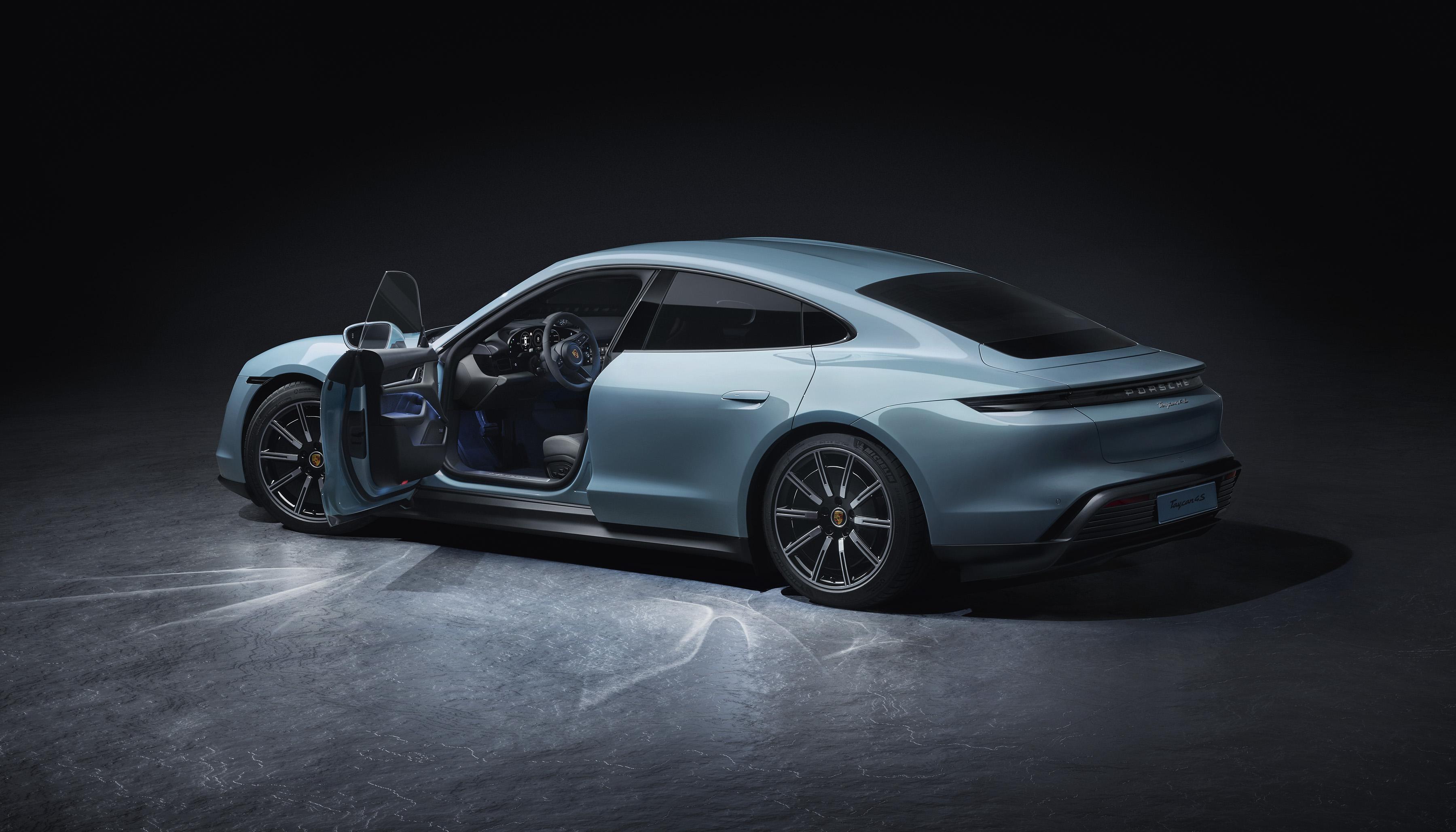 Η νέα ηλεκτροκίνητη Porsche Taycan 4S βάζει «φωτιά» στην άσφαλτο