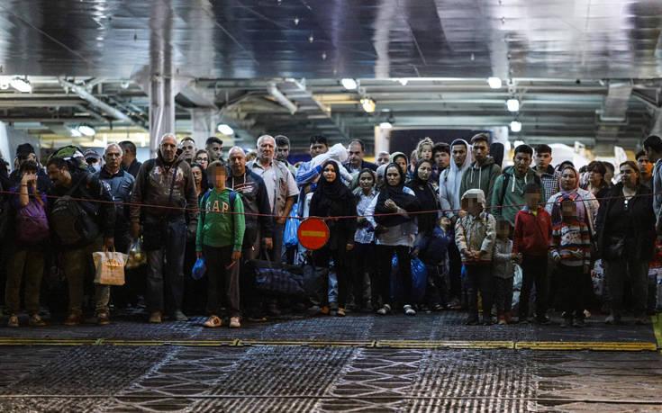 Μέχρι το τέλος του χρόνου θα έχουν μεταφερθεί από τα νησιά στην ενδοχώρα 20.000 άνθρωποι