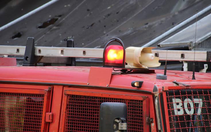 Φωτιά τώρα κοντά στον Προαστιακό στο Κορωπί