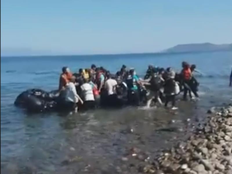 Πέντε βάρκες με 200 μετανάστες έφτασαν στη Λέσβο [βίντεο]