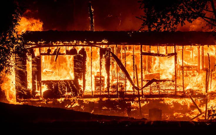 Σε συναγερμό η Καλιφόρνια εξαιτίας πυρκαγιάς