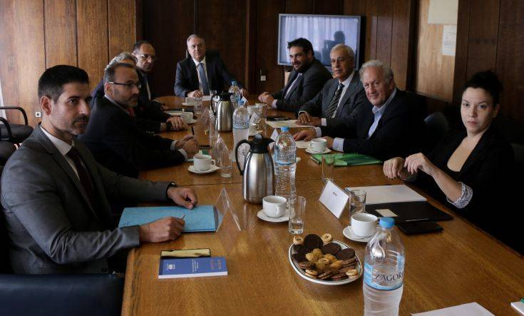 Συναίνεση όλων πλην ΣΥΡΙΖΑ για ισοτιμία της ψήφου των αποδήμων