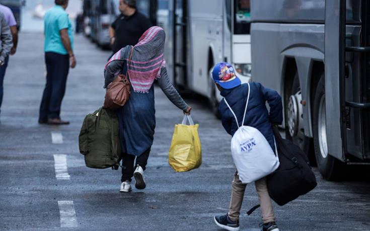 Στο λιμάνι της Ελευσίνας την Τετάρτη 389 πρόσφυγες και μετανάστες από τη Σύμη
