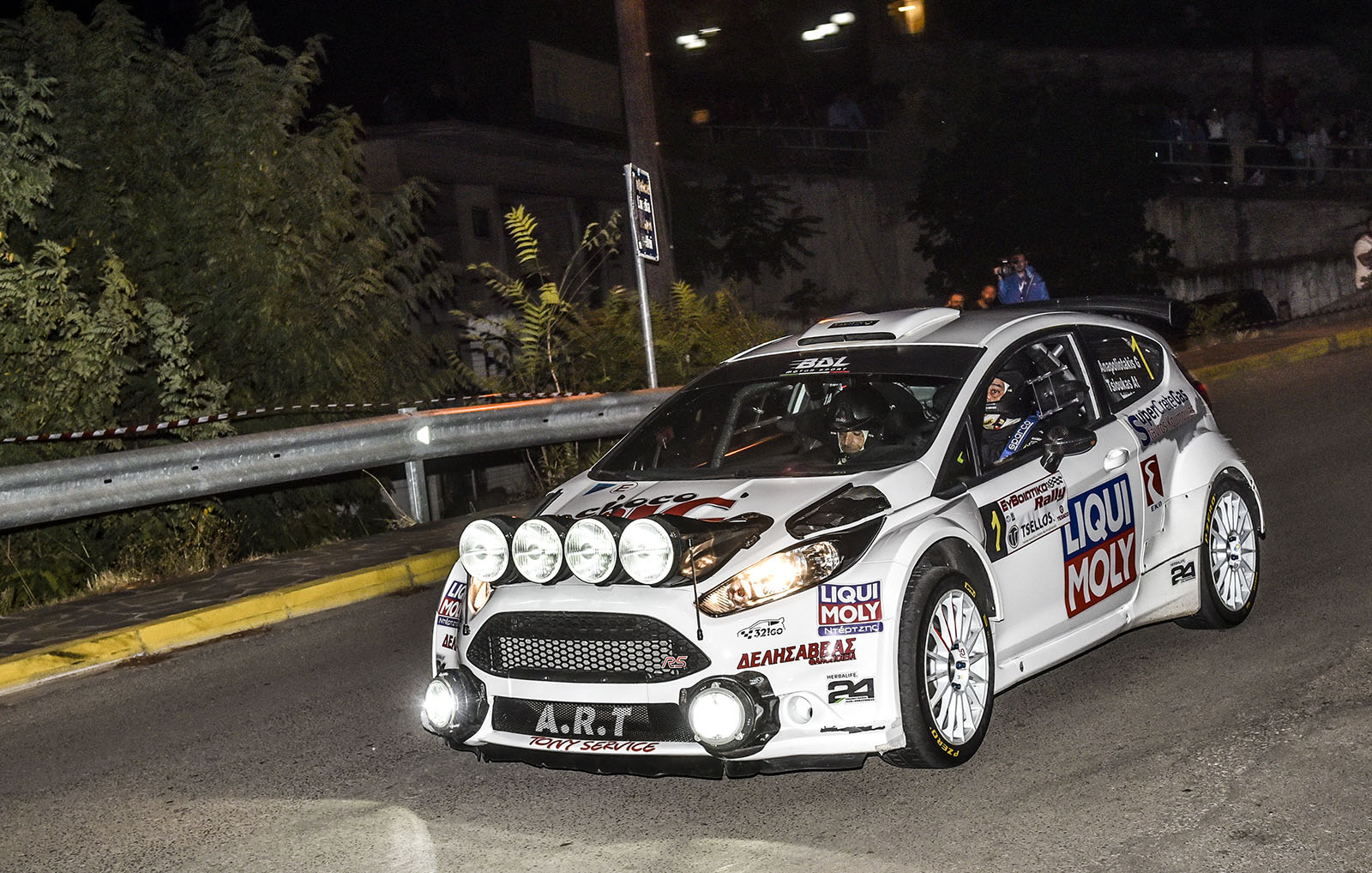 Νυχτερινό θέαμα στους δρόμους της Θήβας στο Πανελλήνιο Πρωτάθλημα Ράλι Ασφάλτου