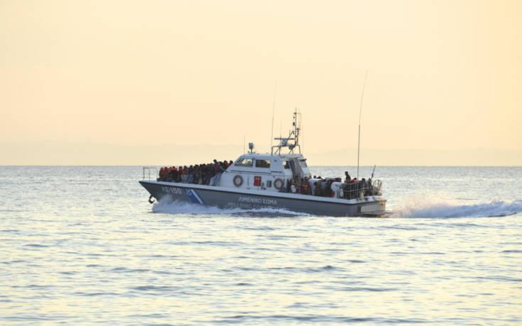 Στη Χίο μεταφέρθηκαν και οι υπόλοιποι 27 άνθρωποι που διασώθηκαν ανοιχτά των Ψαρών