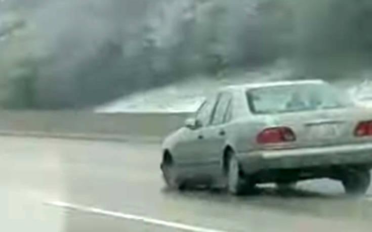 Οδηγός κινείται σε λεωφόρο χωρίς λάστιχο!