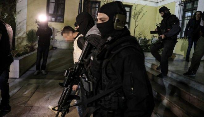 """Επαναστατική Αυτοάμυνα: """"Εμφανίστηκε"""" ο καταζητούμενος – Ανήρτησε κείμενο για να αθωώσει τα άλλα μέλη"""