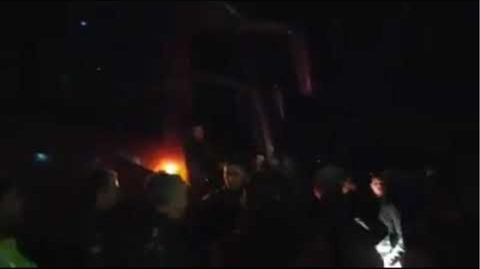 Γιαννιτσά: Η στιγμή που κάτοικοι εμποδίζουν το λεωφορείο με τους πρόσφυγες (βίντεο)