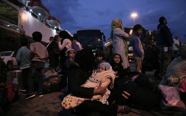 Άλλοι 105 πρόσφυγες και μετανάστες μεταφέρονται σε δομές της ηπειρωτικής Ελλάδας