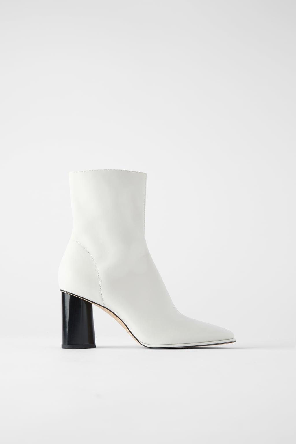 Οδηγός Αγοράς: 8 ζευγάρια λευκά μποτάκια και μπότες για εμφανίσεις με αέρα από τα 70s