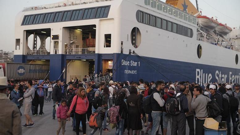 Στον Πειραιά δύο πλοία με 179 πρόσφυγες και μετανάστες