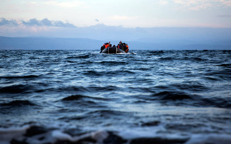 Μαζικές αποβιβάσεις μεταναστών σε νησιά του Αιγαίου το τελευταίο 24ωρο