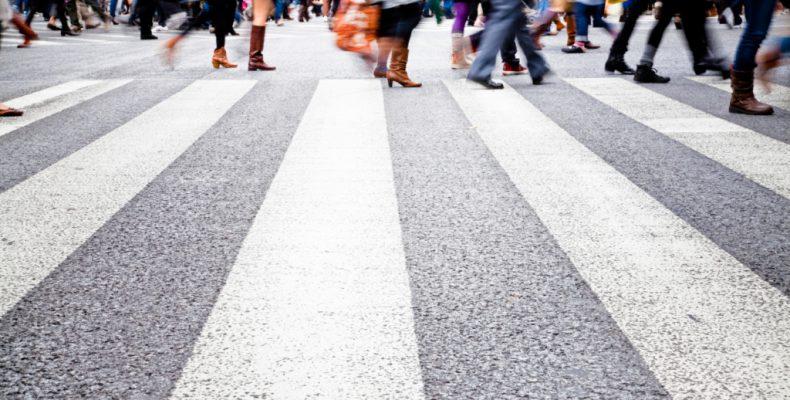 Πρόστιμα και για τους πεζούς: Πότε θα τους κόβει κλήσεις η Τροχαία