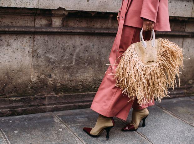 """Ο """"πράσινος"""" τρόπος που οι Γαλλίδες χρησιμοποιούν τα ρούχα τους και 2 tips για έξυπνες αγορές"""
