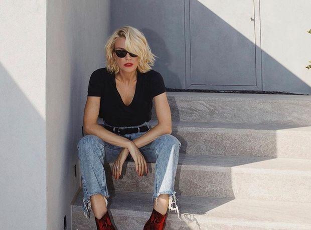 Η Βίκυ Καγια σού δείχνει πώς να φορέσεις το leather top με τον πιο classy τρόπο