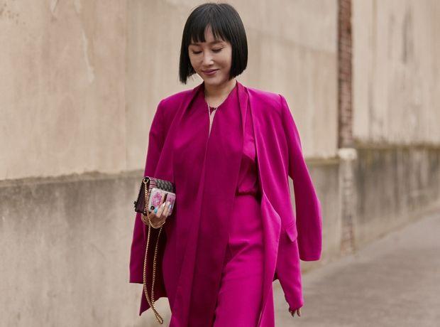 Πώς να φορέσεις το φούξια, το απόλυτο micro-trend του φθινοπώρου