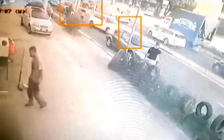 Βίντεο από το τροχαίο στο Πικέρμι: «Εσύ είσαι ο άνθρωπος που πήρε τη ζωή του πατέρα μου;»