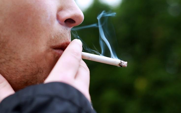 Αντικαπνιστικός νόμος: Έτοιμο να ανάψει τσιγάρο το Twitter από τα νεύρα του