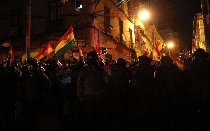 Μονάδες της αστυνομίας στασίασαν σε τρεις πόλεις της Βολιβίας