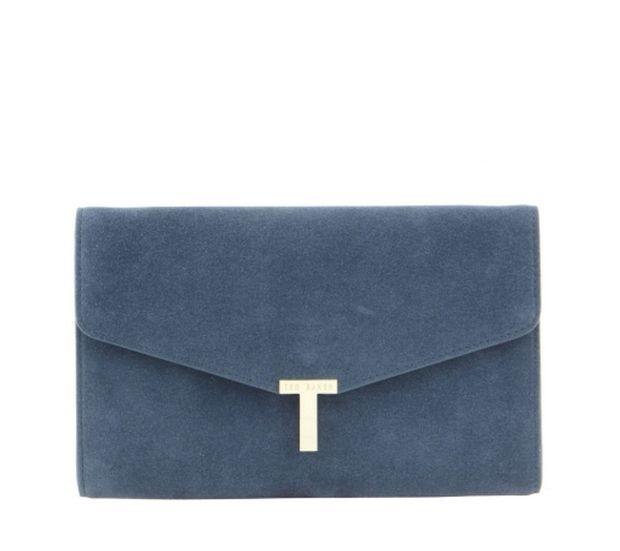 Clutch bag: Πώς θα συνδυάσεις την πιο fashion τσάντα της σεζόν