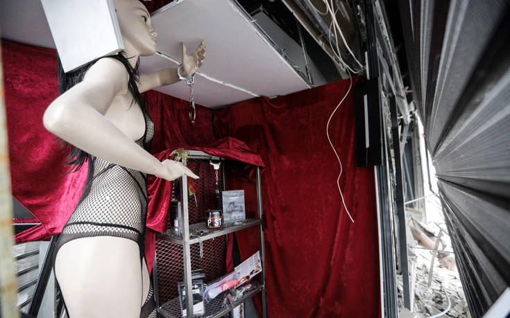 Φωτογραφίες από το sex shop που ισοπέδωσε η έκρηξη