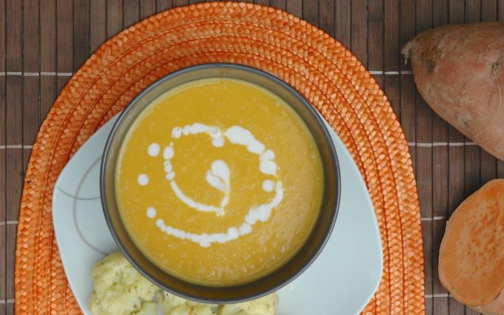 Σούπα γλυκοπατάτας με μπέικον και γάλα καρύδας