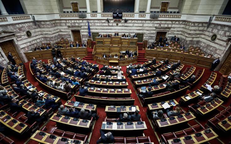 Το ελάχιστο εγγυημένο εισόδημα και όλες οι καινοτομίες που θα προβλέπει το νέο Σύνταγμα που ψηφίζεται απόψε