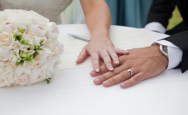 Βόλος: Έμαθαν στην Εφορία ότι είναι αδέλφια έπειτα από 10 χρόνια γάμου