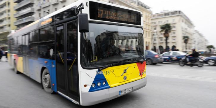 Έσκασε λάστιχο λεωφορείου του ΟΑΣΘ – Εκτοξεύτηκαν πλαστικά (βίντεο)