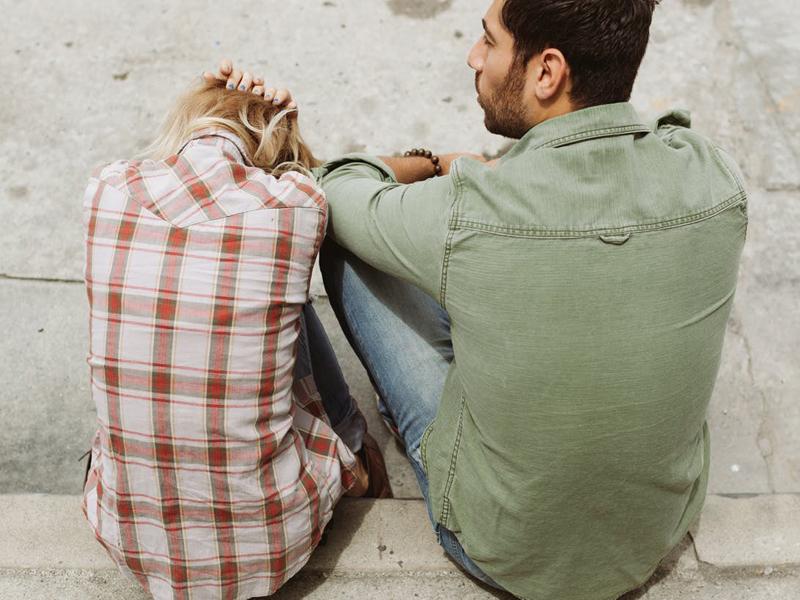 Οι 3 ερωτήσεις που πρέπει να απαντήσεις για να καταλάβεις γιατί ζηλεύεις