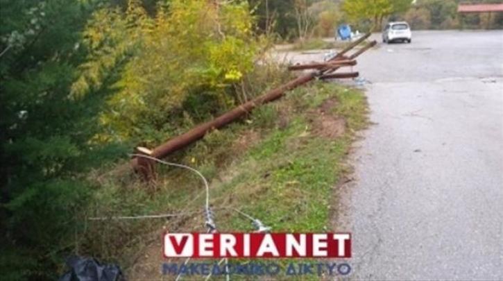 Βέροια: Έκοψαν κολόνες της ΔΕΗ που μεταφέρουν ρεύμα στους πρόσφυγες