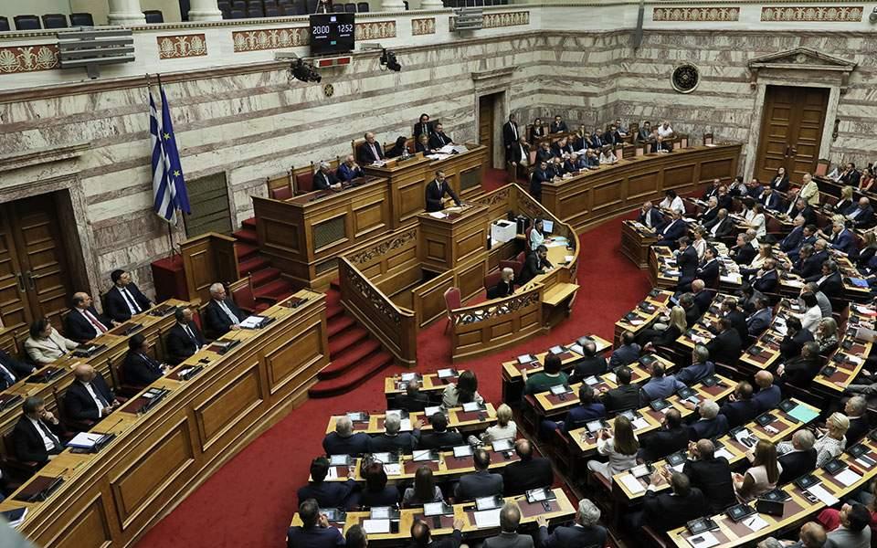 Πέρασε από τη Βουλή με 153 «ναι» το νομοσχέδιο για τη ΔΕΗ