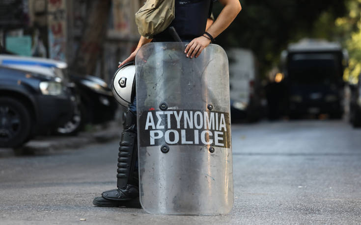 Εξάρχεια: Η αστυνομία θέλει να εκκενώσει τα έξι υπό κατάληψη κτίρια