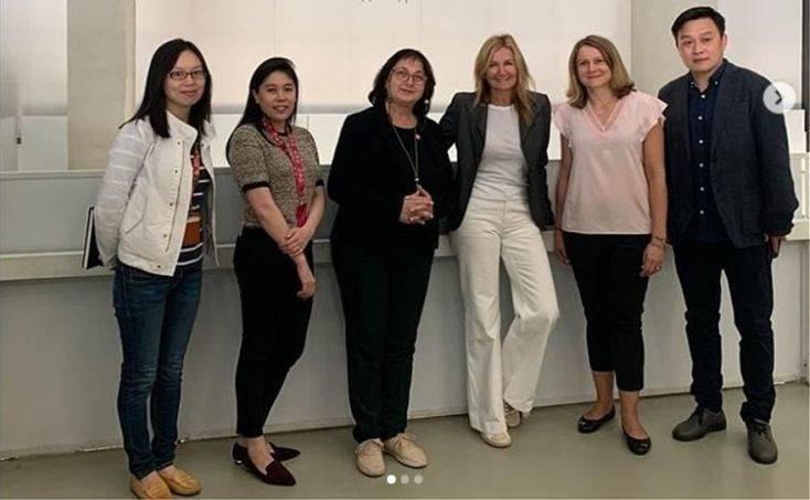 Μαρέβα Μητσοτάκη: Ξενάγηση στο Μουσείο Σύγχρονης Τέχνης της Σαγκάης