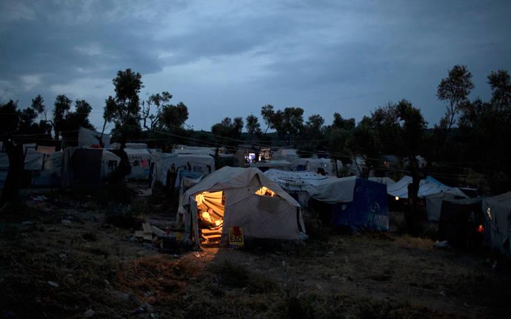 «Όχι» στη δημιουργία κλειστών κέντρων κράτησης μεταναστών από τους νησιώτες του Β. Αιγαίου