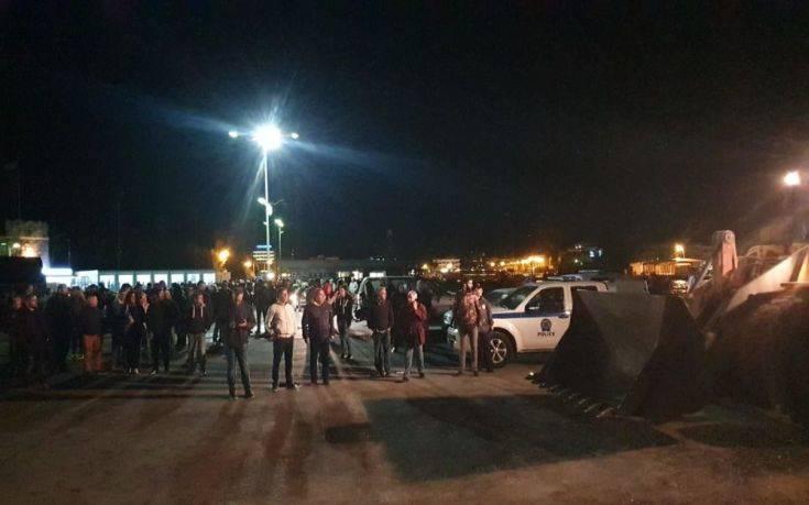 Κως: Μπλόκο από τους κατοίκους και τον δήμαρχο στη μεταφορά μεταναστών