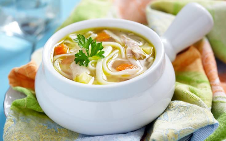 Σούπα νουντλς με κοτόπουλο