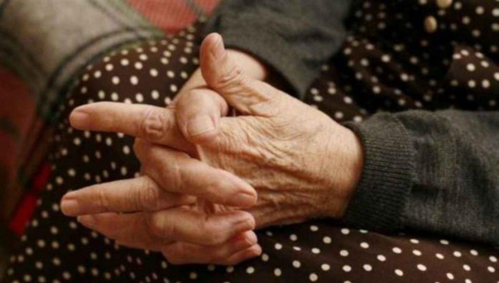 Βόλος: 80χρονη γριούλα συγχώρεσε 19χρονο που τη λήστεψε και της προκάλεσε εγκαύματα