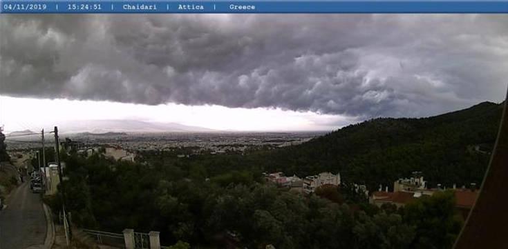 Καιρός: Ο απολογισμός του ψυχρού μετώπου, εικόνες από το shelf cloud στην Αττική
