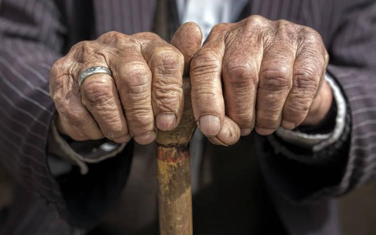 Κινδυνεύει ηλικιωμένος στη Λαμία, ζει αβοήθητος σε σπίτι – τρώγλη