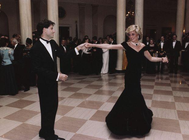 Το εμβληματικό »Travolta dress» της πριγκίπισσας Diana σε δημοπρασία. Η ιστορία του