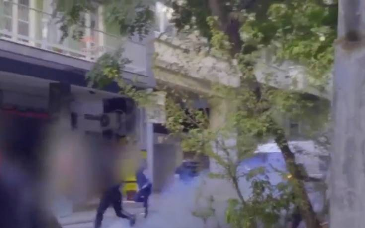 Βίντεο από τις συγκρούσεις αντιεξουσιαστών και ΜΑΤ στα Εξάρχεια