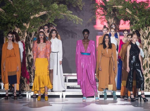 Stelios Koudounaris S/S 2020: Ο ανεπιτήδευτος μινιμαλισμός συναντάει το χρώμα και την αιθέρια κίνηση των υφασμάτων