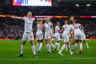 Απίστευτη προσέλευση φιλάθλων σε αγώνα της εθνικής Αγγλίας γυναικών