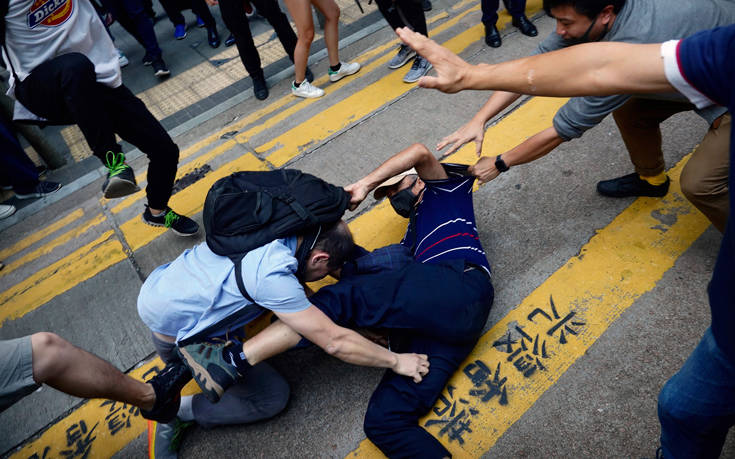Χονγκ Κονγκ: Πέθανε ο οδοκαθαριστής που είχε τραυματιστεί από τούβλο στις ταραχές