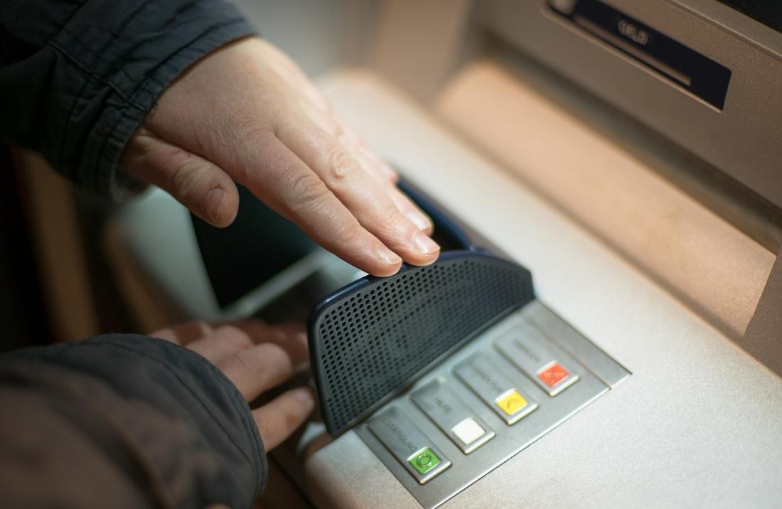 Τράπεζες: Καταργούνται προμήθειες και χρεώσεις