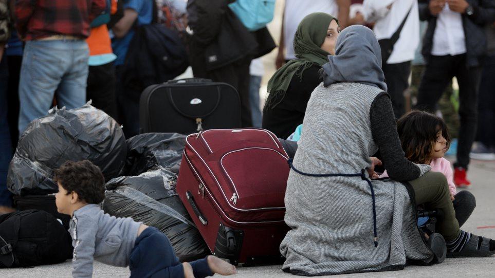 Στο λιμάνι του Πειραιά 168 μετανάστες και πρόσφυγες από Μυτιλήνη και Χίο